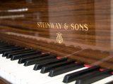 Steinway & Sons –  O 180